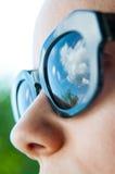 有太阳镜的妇女 免版税库存图片