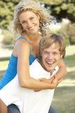 有夫妇的乐趣少年的操场 免版税库存照片