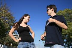有夫妇的乐趣年轻人 免版税库存照片