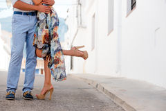 有夫妇的日期 腿特写镜头  免版税库存照片