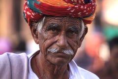 有头巾的老Rajasthani人 节日普斯赫卡尔 图库摄影