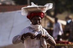 有头巾的老Rajasthani人 节日普斯赫卡尔 库存图片