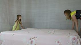 有女儿的母亲做床床单 股票录像