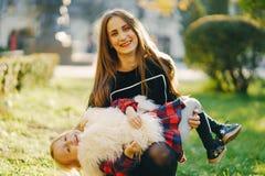 有女儿的母亲 免版税图库摄影