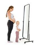 有女儿的年轻人孕妇 免版税库存图片