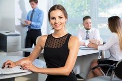 有女实业家领导的商人 免版税库存照片
