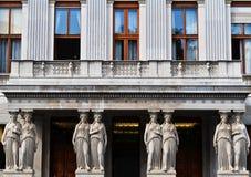 有女象柱的阳台在奥地利议会大厦在维也纳 库存图片