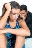 有她担心的父亲的混乱的十几岁的女孩 免版税库存图片