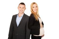有她的伙伴的怀孕的女实业家 免版税库存图片