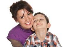 有她的儿子的愉快的母亲 库存照片