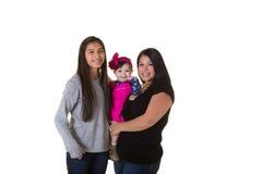 有她的十几岁的女儿和小女儿的一个母亲 免版税图库摄影