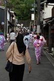 有她的头发面纱的一个可能回教夫人访问京都,亚帕的 库存照片
