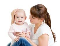 有她的婴孩的爱恋的母亲查出 免版税库存图片