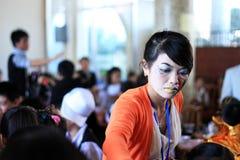 有她的学生的老师在万圣夜党.DA拉特,越南10月30日 库存照片