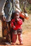 有她的孩子的08非洲妇女 免版税库存图片