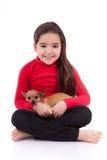 有她的宠物的小白种人女孩 库存图片