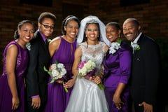 有她的家庭的非裔美国人的新娘 免版税库存图片