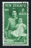 有她的母亲的伊丽莎白公主 库存照片