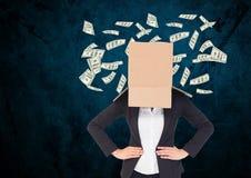 有她的面孔盖子的女实业家有站立对美元的纸板箱的飞行在背景中 免版税图库摄影