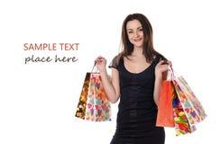 有她的购物袋的美丽的少妇 免版税库存照片