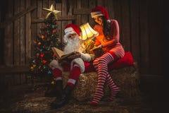 有妇女的圣诞老人 库存图片