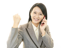 有妇女的巧妙的电话 免版税库存图片