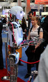 有妇女的机器人 免版税库存照片