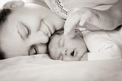 有妈妈的婴孩 免版税库存照片