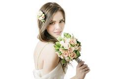有婚礼花束的美丽的新娘 库存照片
