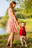 有婴孩的妈妈 免版税库存照片