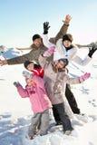 有子项的家庭冬天的 库存照片