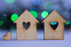 有孔的两个木房子以与一点hea的心脏的形式 图库摄影