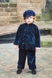 有字符的白肤金发的卷毛的一好小男孩从的 免版税库存照片