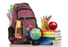 有学校用品的学校背包 库存图片