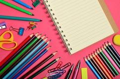 有学校用品的空白的笔记本 库存照片