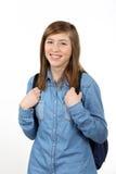 有学校的微笑的美丽的十几岁的女孩挑运 免版税库存图片