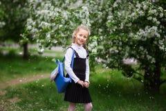 有学校背包的女孩 学校的概念,研究,教育,友谊,童年 库存照片