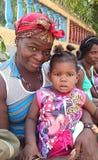 有孩子的古巴人玛丹娜 免版税库存图片
