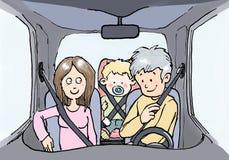 有孩子的家庭有安全带的汽车的 皇族释放例证