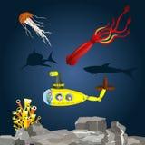 有孩子的潜水艇在水中 库存照片