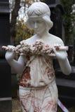 有它的雕象的秋天奥秘老布拉格公墓Olsany,捷克 库存照片