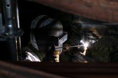 有安全面具的一位焊工 免版税库存图片