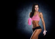 有完善的健身身体的健康年轻性感的妇女 库存图片