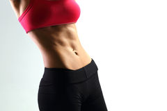 有完善的健身身体的年轻体育妇女 免版税库存图片