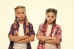 有完善的头发的小女孩孩子 o 友谊和妇女团体 o r 免版税库存图片
