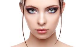 有完善的新鲜的干净的皮肤的美丽的温泉模型女孩,对她的面孔和身体的湿作用,高档时尚和秀丽画象, creati 免版税库存图片