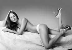 有完善的身体的美丽的亭亭玉立的妇女 库存图片