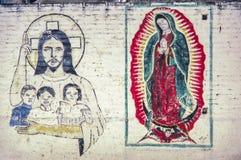 有宗教图画的墙壁在墨西哥的街道 免版税库存照片