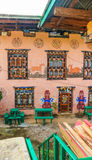 有宗教阴茎壁画的传统不丹房子 免版税库存照片