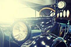 有定调子和光的样式古董车 图库摄影